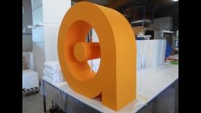 3D-Logo-gross-in-spezieller-Ausfuehrung