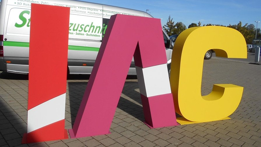 3D Buchstaben aus Styropor in XXL zum Aufstellen