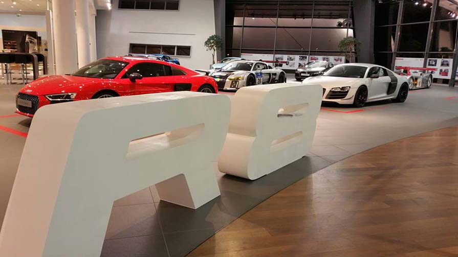 Audi R8 3D-Logo Showroom 1