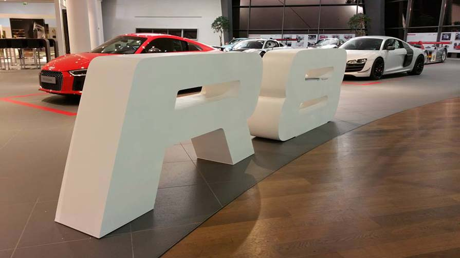 Audi R8 3D-Logo Showroom 3