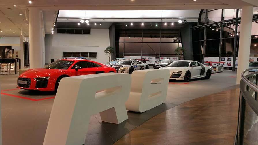 Audi R8 3D-Logo Showroom 4